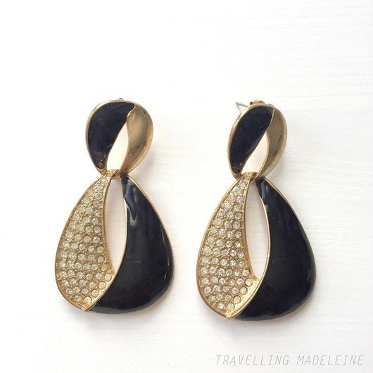 黒+ラインストン 八の字ピアス Black & Rhinestone Figure Eight Pierced Earrings (Su18-11E)