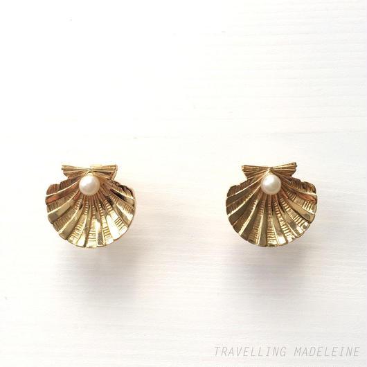 Trifari トリファリ ゴールドシェル & パール クリップイヤリング Trifari Gold Shell & Pearl Clip Earrings (Sp18-68E)