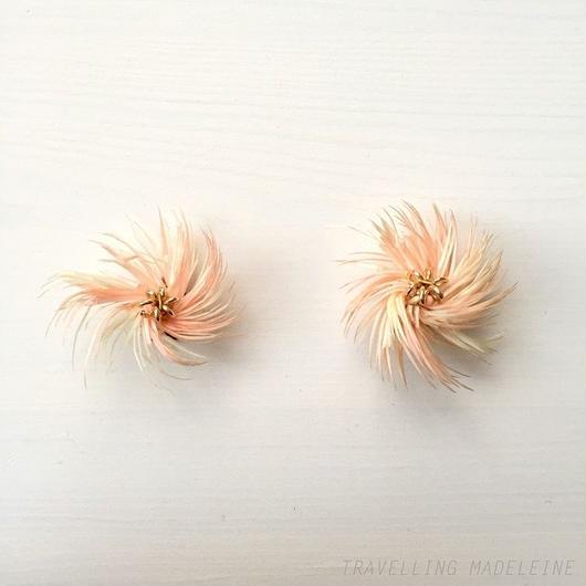 ピンク & ホワイト うずまきフラワー クリップイヤリング Pink & White Swirl Clip Earrings (Sp18-59E)