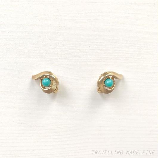 TRIFARI Gold & Faux Turquoise Comma-shaped Clip Earrings ゴールド & ターコイズ 勾玉型 クリップイヤリング(W18-337E)