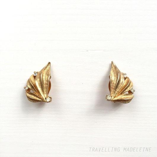 Ciner サイナー ゴールドリーフ ラインストーン クリップイヤリング Ciner Gold Leaf + Rhinestone Clip Earrings (Sp18-90E)