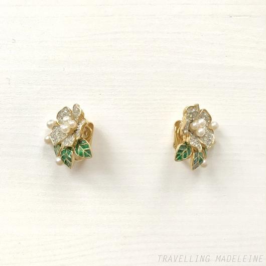 TRIFARI Rhinestone & Pearl Christmas Rose &  Enamel Leaf Clip Earrings クリスマスローズ クリップイヤリング(W18-224E)