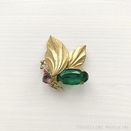 Gold Wing & Green Bijoux Moth Brooch 金の羽 & グリーンビジュー 蛾 ブローチ(W18-121B)