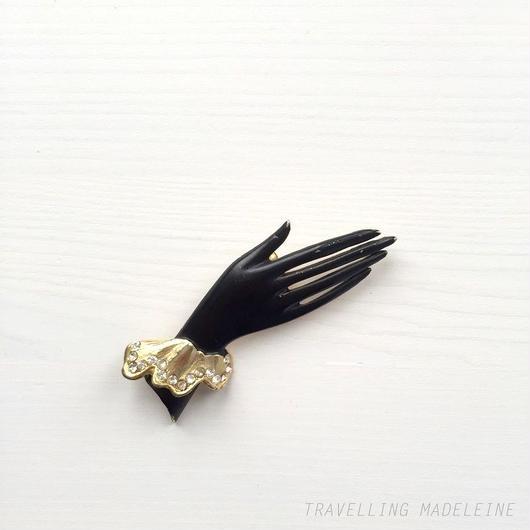 ブラックハンド ブローチ Black Hand Brooch (Su18-102B)