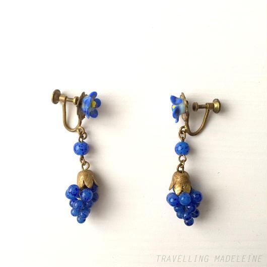 アールデコ チェコグラス 青色葡萄 スクリューイヤリング Art Deco Czech Glass Blue Grape Screw Earrings (A17-48E)