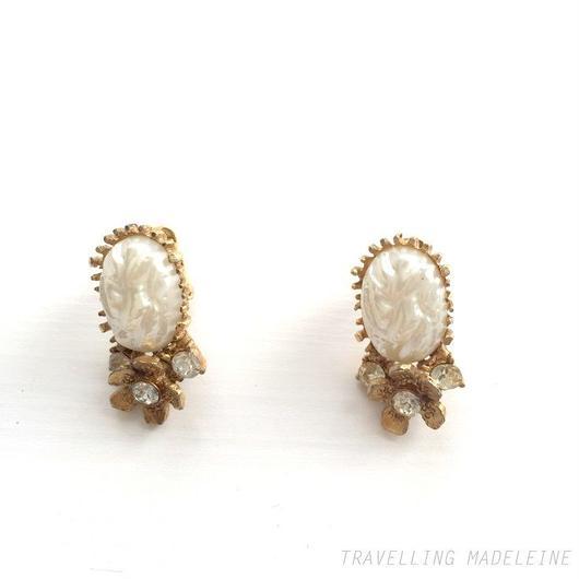 楕円バロックパール & ゴールドフラワー クリップイヤリング Oval Baroque Pearl & Gold Flower Clip Earrings (Su18-46E)