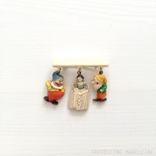 Walt Disney's Snow White Charm Pin Brooch ウォルト・ディズニー 白雪姫 チャーム ピン ブローチ(A18-166B)