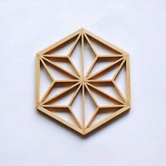 麻の葉を模った組子細工のオーナメント