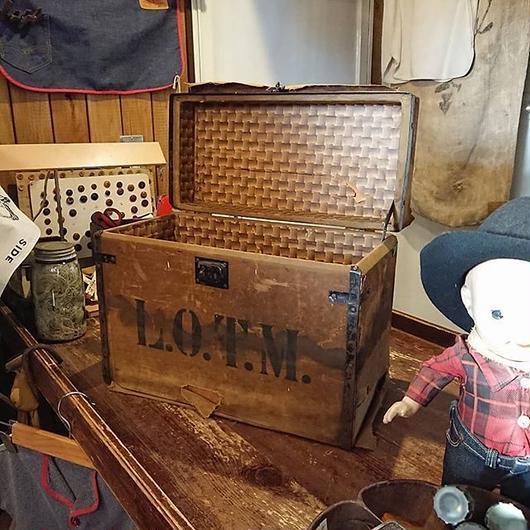 Antique  Wooden  box   【L.O.T.M】