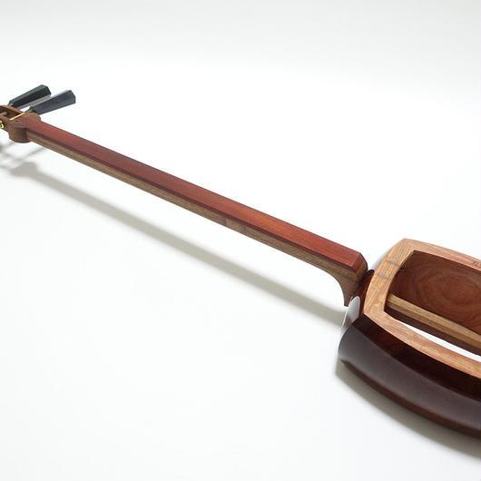 [29153]【津軽】アフリカ紅木張りチーク材付属品あり のべ棹(胴掛け、小物の色、柄、仕様等おまかせ) [ネット限定・特価]