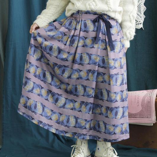 chambre de charme   少年の持つりんごプリント スカート