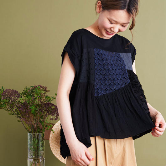 chambre de charme Noir  お針子レースパッチワーク Tシャツ