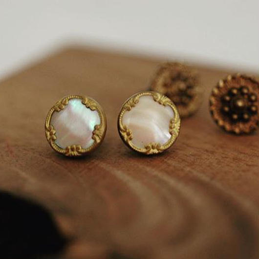 Vintage shell pierce/earring