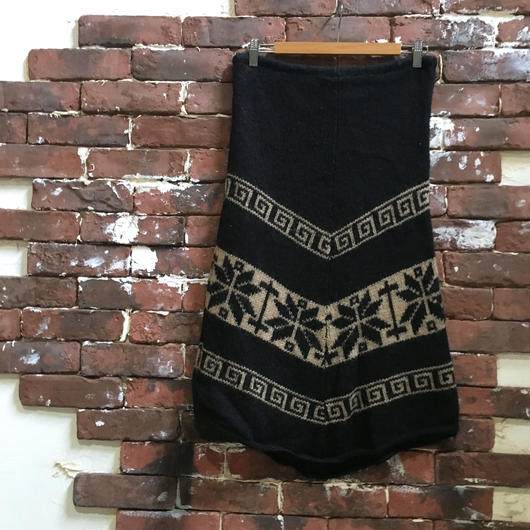 VINTAGE LADIES KNIT SKIRT
