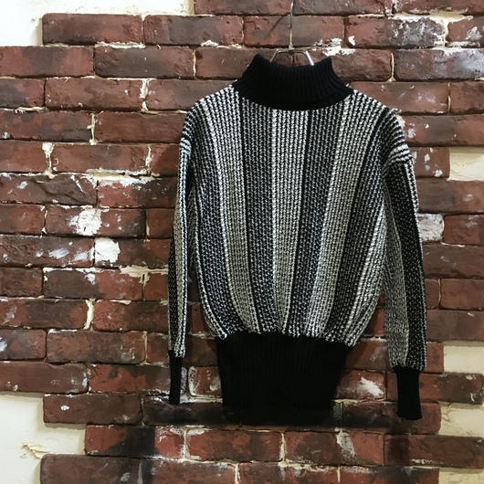 VINTAGE LADIES TURTLE NECK SHORT KNIT