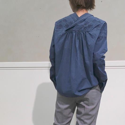 #パンツに合う刺繍入りボリュームシャツ 品番:1137606 カラー:ナイト