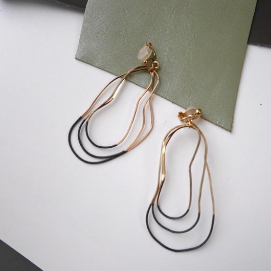 cell wire pierce/earrings BLACK SESAMI