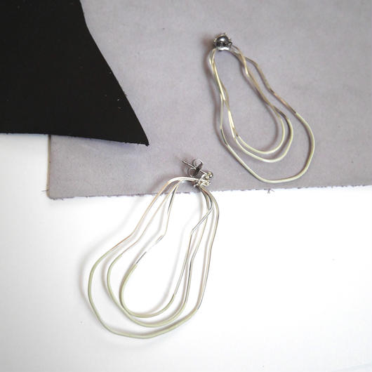 cell wire pierce/earrings WHITE CHOCOLATE