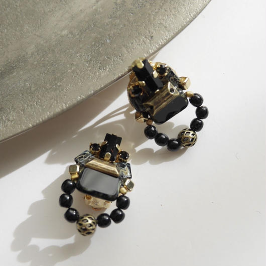 amulet pierce/earrings BLACK