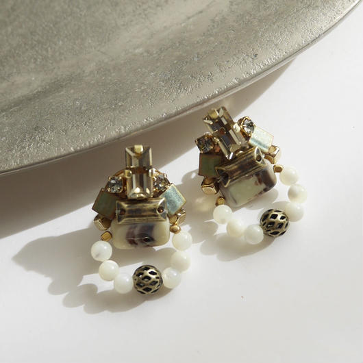 amulet pierce/earrings WHITE