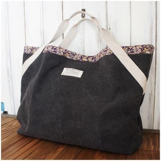 帆布の大きなバッグ