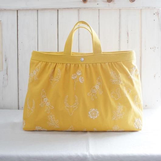 刺繍布の横長ギャザーバッグ