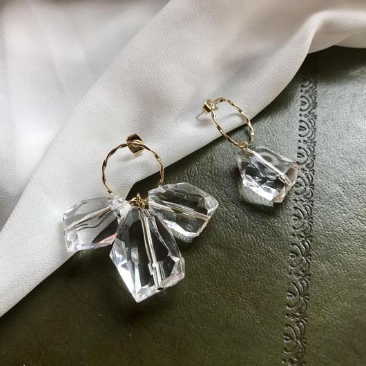 Clear stone asymmetry pierce