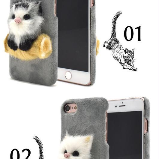 つぶらな瞳で見つめます!iPhone7/8用リアル3D子猫ケース!
