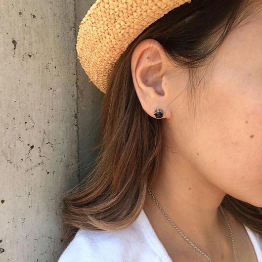 【1粒のストーンが輝き☆】耳元のアクセントに◎ 片耳クラウンストーンピアス