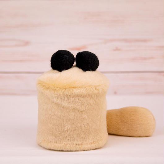 ペット用骨壺カバー / サイズ:3寸 / ベース:クリーム / ボンボン:黒・黒 / しっぽ:クリーム(S018)