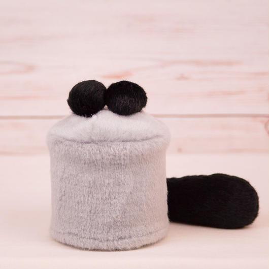 ペット用骨壺カバー / サイズ:3寸 / ベース:グレー / ボンボン:黒・黒 / しっぽ:黒(S025)