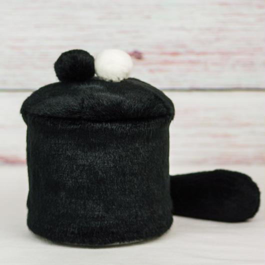 ペット用骨壺カバー / サイズ:4寸 / ベース:黒 / ボンボン:黒・白 / しっぽ:黒(S195)