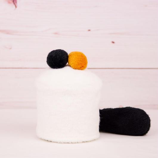 ペット用骨壺カバー / サイズ:3寸 / ベース:白 / ボンボン:黒・橙 / しっぽ:黒(S089)