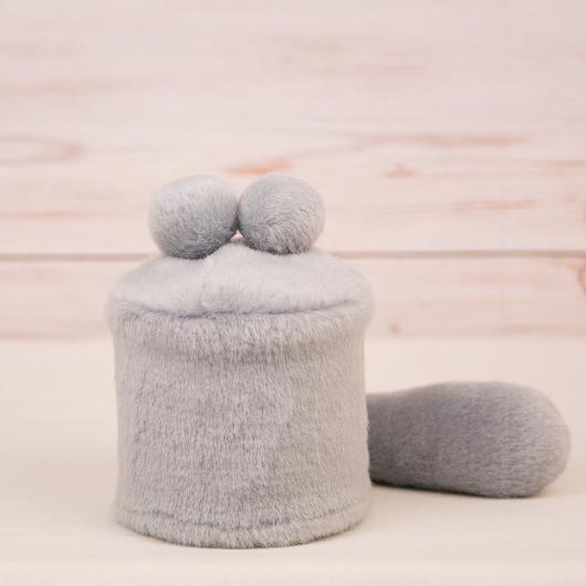 ペット用骨壺カバー / サイズ:3寸 / ベース:グレー / ボンボン:グレー・グレー / しっぽ:グレー(S037)