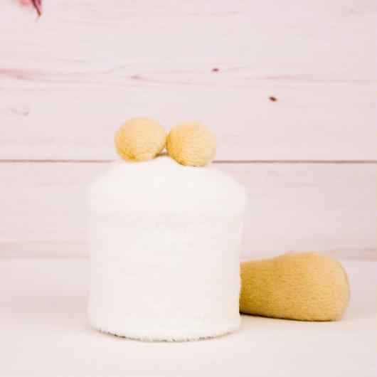 ペット用骨壺カバー / サイズ:3寸 / ベース:白 / ボンボン:クリーム・クリーム / しっぽ:クリーム(S086)