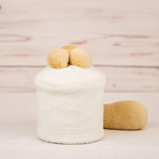 ペット用骨壺カバー / サイズ:3寸 / ベース:白 / ボンボン:クリーム・クリーム・クリーム / しっぽ:クリーム(S107)