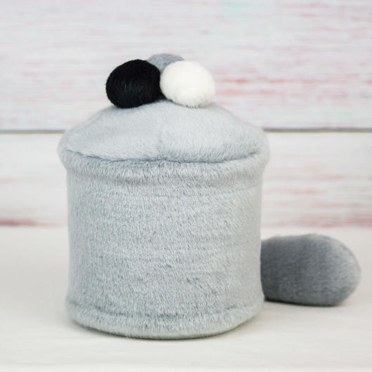 ペット用骨壺カバー / サイズ:4寸 / ベース:グレー / ボンボン:白・グレー・黒 / しっぽ:グレー(S150)