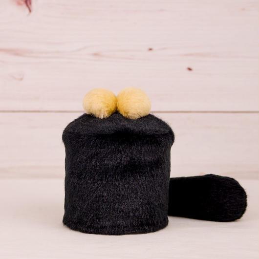 ペット用骨壺カバー / サイズ:3寸 / ベース:黒 / ボンボン:クリーム・クリーム / しっぽ:黒(S063)