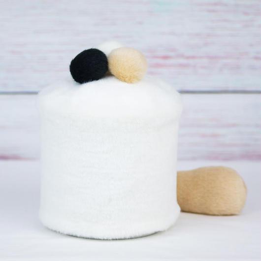 ペット用骨壺カバー / サイズ:4寸 / ベース:白 / ボンボン:白・クリーム・黒 / しっぽ:クリーム(S138)