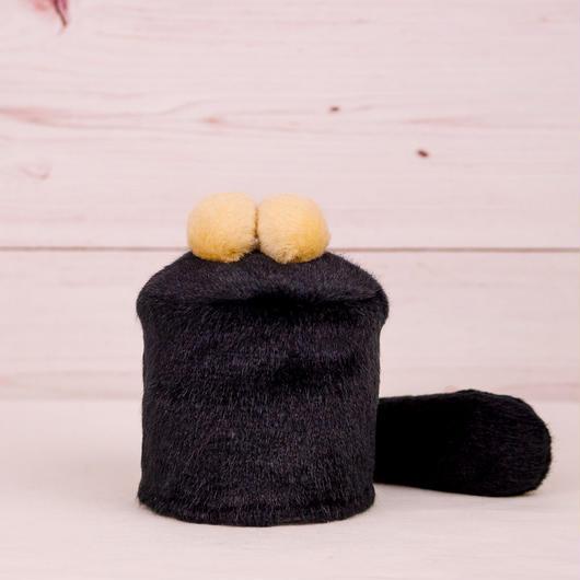 ペット用骨壺カバー / サイズ:3寸 / ベース:黒 / ボンボン:クリーム・クリーム / しっぽ:黒(S066)