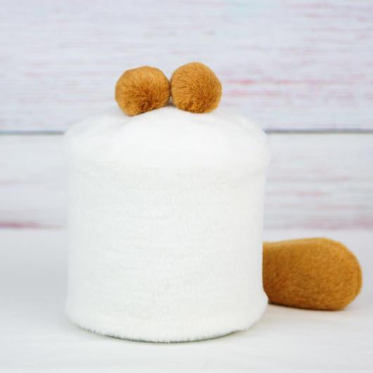 ペット用骨壺カバー / サイズ:4寸 / ベース:白 / ボンボン:ブラウン・ブラウン / しっぽ:ブラウン(S135)