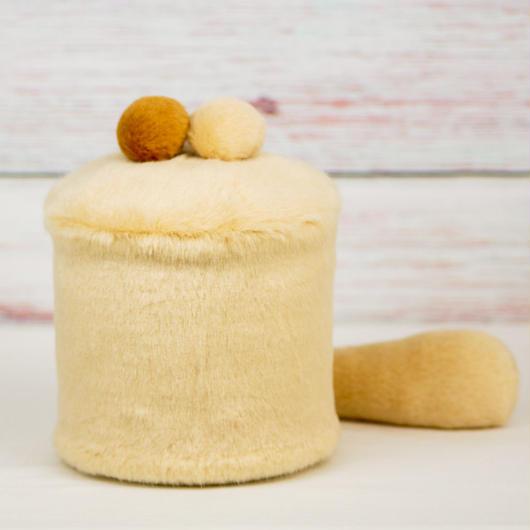ペット用骨壺カバー / サイズ:4寸 / ベース:クリーム / ボンボン:クリーム・ブラウン / しっぽ:クリーム(S178)