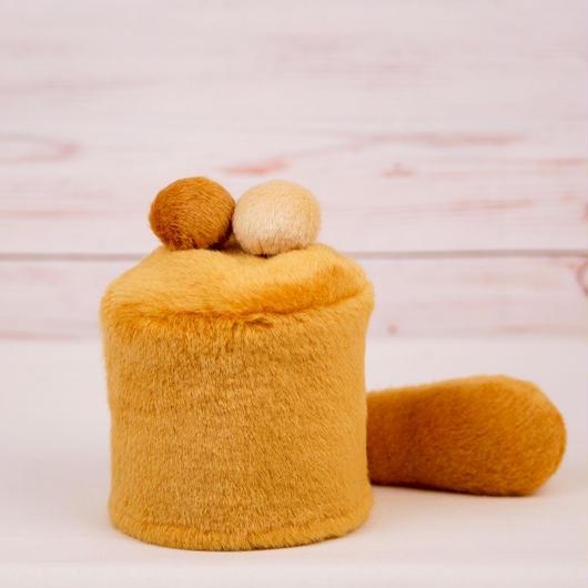 ペット用骨壺カバー / サイズ:3寸 / ベース:ブラウン / ボンボン:クリーム・ブラウン / しっぽ:ブラウン(S056)