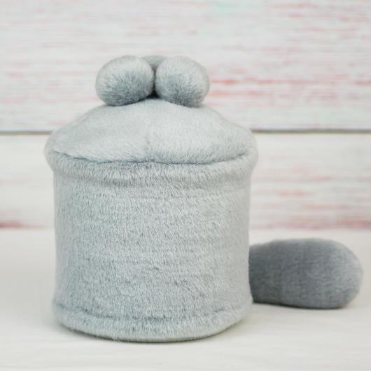 ペット用骨壺カバー / サイズ:4寸 / ベース:グレー / ボンボン:グレー・グレー・グレー / しっぽ:グレー(S168)