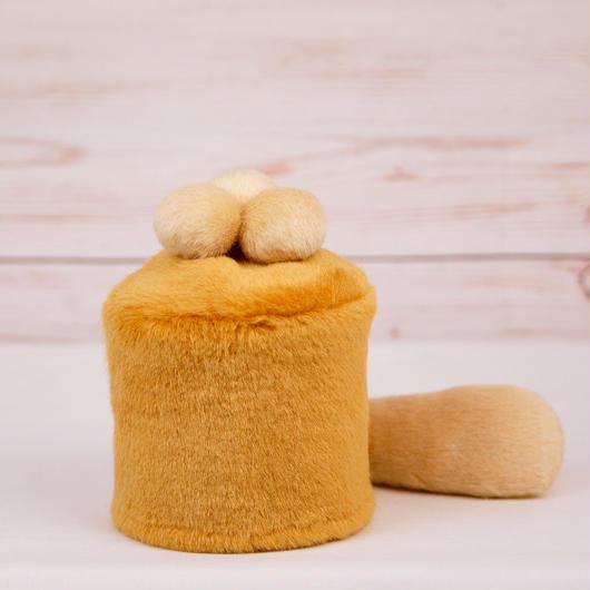 ペット用骨壺カバー / サイズ:3寸 / ベース:ブラウン / ボンボン:クリーム・クリーム・クリーム / しっぽ:クリーム(S060)