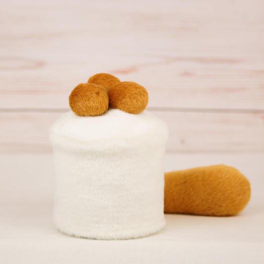 ペット用骨壺カバー / サイズ:3寸 / ベース:白 / ボンボン:ブラウン・ブラウン・ブラウン / しっぽ:ブラウン(S114)