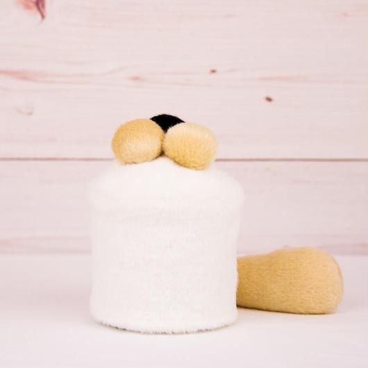 ペット用骨壺カバー / サイズ:3寸 / ベース:白 / ボンボン:クリーム・クリーム・黒 / しっぽ:クリーム(S087)