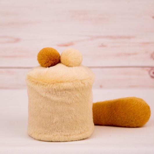 ペット用骨壺カバー / サイズ:3寸 / ベース:クリーム / ボンボン:クリーム・ブラウン / しっぽ:ブラウン(S008)