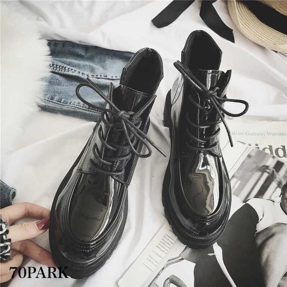 # Black Lace-up Short Boots レースアップ エナメル サイドVカット ブーツ ブラック