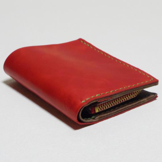 【在庫有】ラクダ革のコンパクトな二つ折り財布(ジッパータイプ)